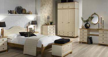 Steens Richmond Cream and Pine Bedroom